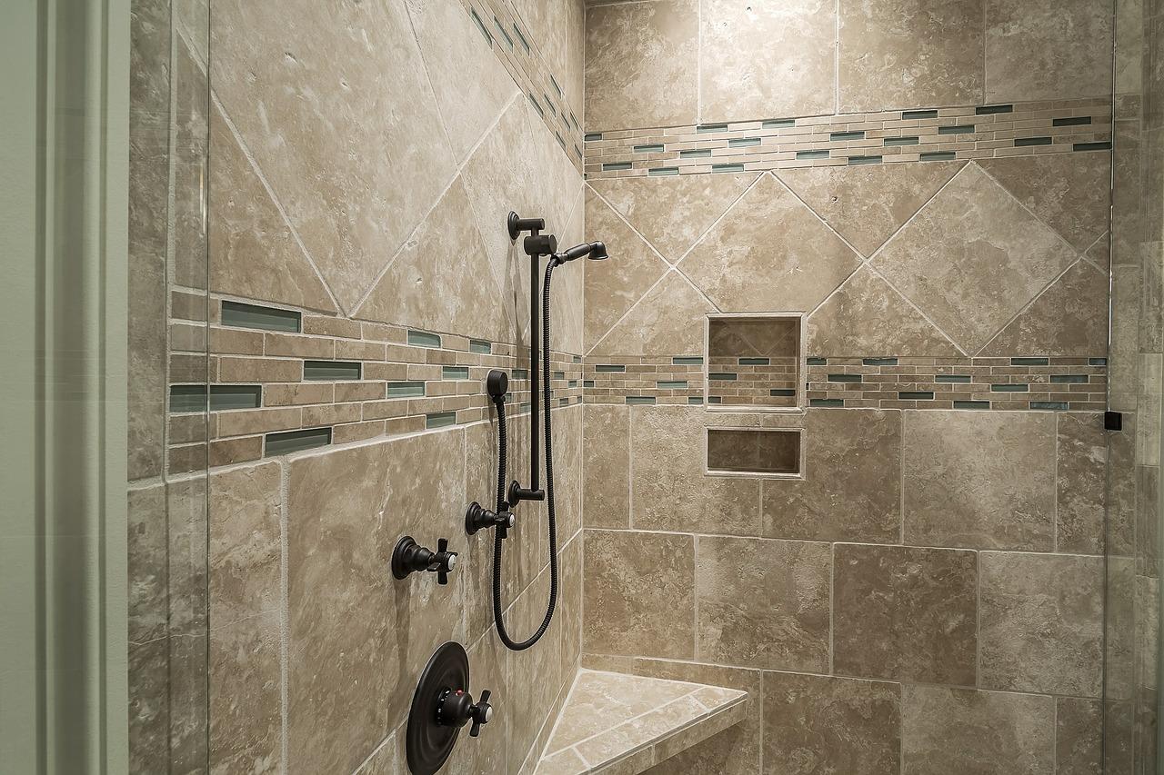 Projekt małej łazienki w bloku z wielkiej płyty. Co do małej łazienki? Łazienka 4m2 koszt