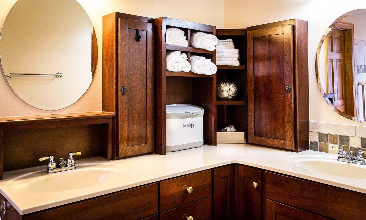 Jasna łazienka z prysznicem. Czy jasna łazienka może być stylowa? Jasna łazienka aranżacje