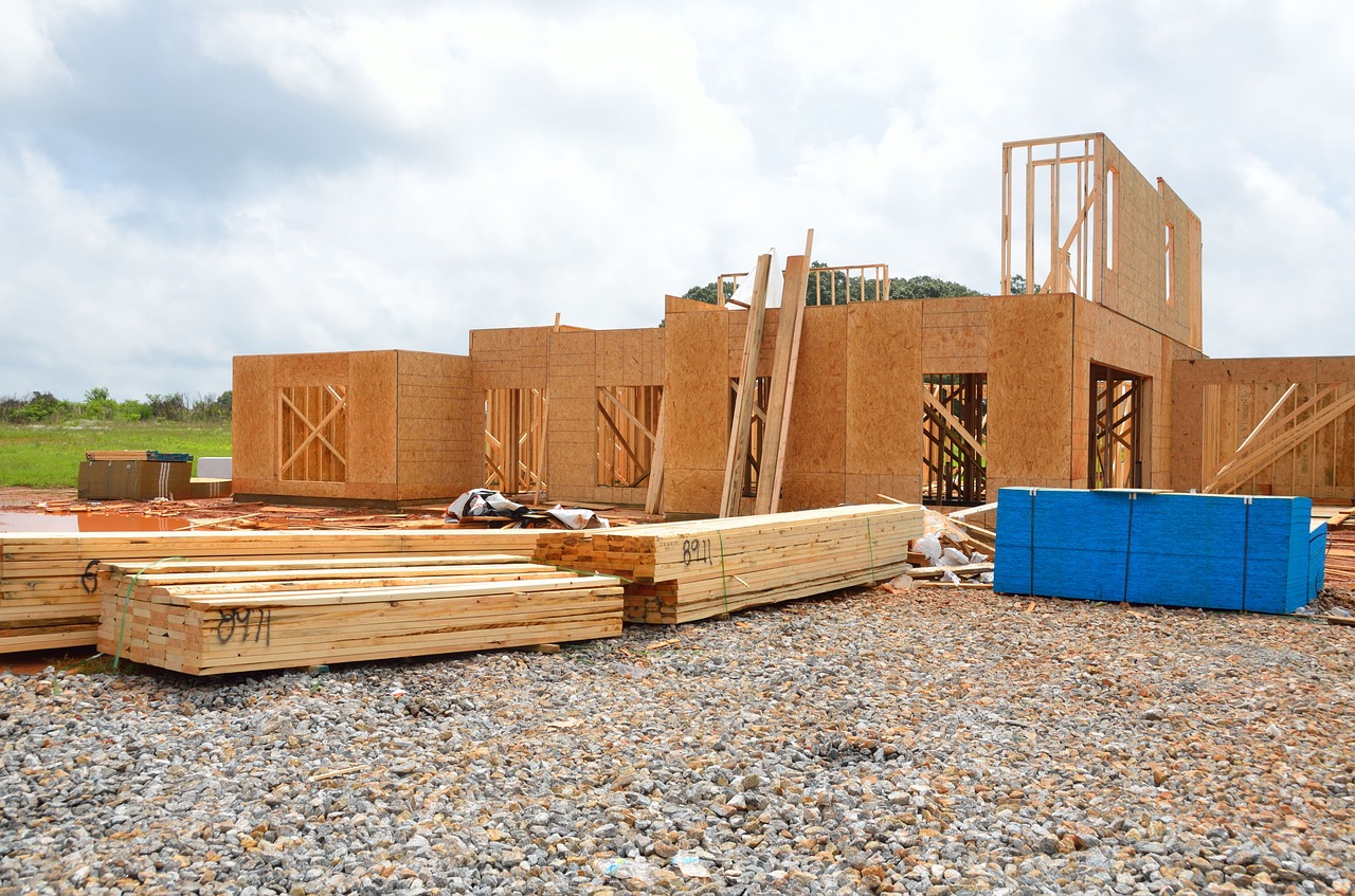 Domy z elementami drewnianymi – elewacje drewniane domów jednorodzinnych