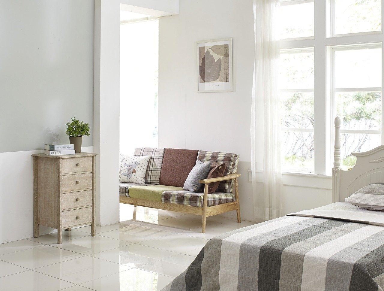 Szare sypialnie inspiracje: sypialnia w odcieniach szarości